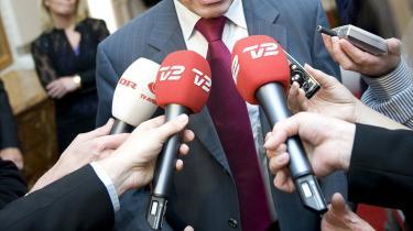Til trods for, at både de økonomiske vismænd, Velfærdskommissionen, Arbejdsmarkedskommissionen og nu også enkelte Venstre-folk peger på, at efterlønnen må afvikles, hvis den fornødne arbejdskraft skal sikres, så afviste statsminister Anders Fogh Rasmussen i går fortsat at pille ved efterlønnen.