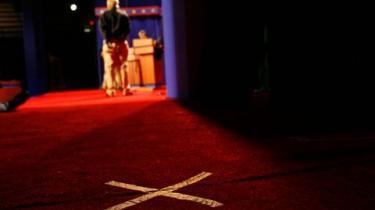Et flertal af vælgerne anser John McCains makker for at være ukvalificeret til vice-præsidentposten. Det er et svært udgangspunkt for Palin i tv-debatten med den garvede modpart, senator Joe Biden, natten til fredag