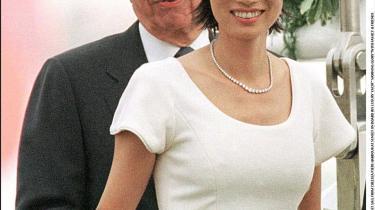 Wendy Deng og Rupert Murdoch blev i 1999 gift i New York, hvor parret stadig bor med deres to børn. Den kinesisk-amerikanske skønhed tildeles en stor del af æren for, hvad der ligner en venstredrejning hos verdens ubetingede mediekonge.