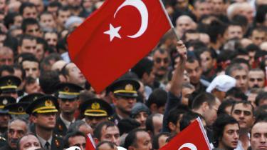 Det tyrkiske militær meddeler, at kampfly har været på bombetogter mod kurdiske PKK-oprøreres baser i det nordlige Irak som modsvar på dødbringende PKK-angreb