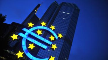 Den finansielle krise er langt værre for EU end for USA, for EU har ikke antydningen af et institutionelt apparat, der kan tackle krisen i fællesskab, siger den amerikanske økonom og professor James K. Galbraith, der mener, at euroen kan være i overhængende fare.