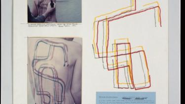 Dennis Oppenheims værk handler om, hvordan vi organiserer vores information og sender den videre til tredjemand.