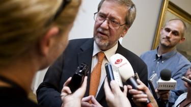Kosovos selvstændighedserklæring skal afprøves ved Den Internationale Domstol i Haag. Danmark undlod at stemme. »Et dilemma, « siger udenrigsminister Per Stig Møller (K) om beslutningen.