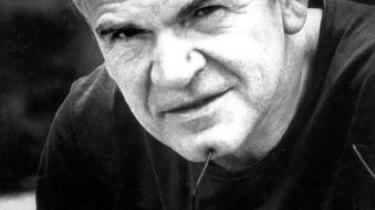 Den tjekkiske dissidentforfatter Milan Kundera stak i 1950 en vestlig agent til de kommunistiske myndigheder i Prag. Det påstår en forsker