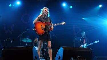 Martha Wainwright gav tirsdag aften koncert i Vega. Her er hun - og benene - ved en tidligere koncert i Charlton Park, Wiltshire.