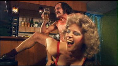 Antologi. De tre kortfilm 'Boy Meets Girl' (billedet), 'Fremkaldt' og 'Ung mand falder' kan nu ses i Grand Teatret.