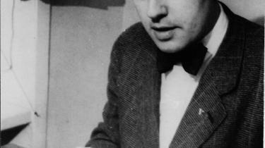 Isolation. Da Gestapo tog Børge Outze til fange, blev han sat i enecelle og fik hverken ryge- eller læsetilladelse, og han fik kun gårdtur et kvarter hver dag - alene. Sine tanker måtte han skrive ned på toiletpapir, så de kunne smugles ud til hans højgravide kone.