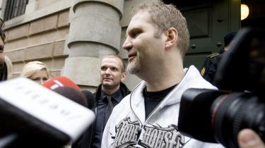 Jørn Nielsen taler med pressen foran Københavns Byret.