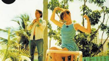 Der bliver revet i pop-formatet på duoen The Døs debut-album, A Mouthful. Franske Dan Levy producerer og spiller omkring den finske sangerinde Olivia Bouyssou Merilahti, der blotlægger sine følelser med en skinger sikkerhed og usvigelig syng-med-tæft a la The Cardigans' Nina Persson
