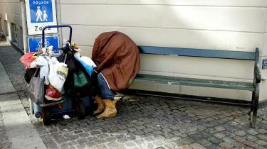 De hjemløses udsigt til at få varm mad fra frivillige hjælpeprojekter bliver betydeligt forringet med de nye regler for statens satsmidler, mener flere repræsentanter fra de sociale ngo-er
