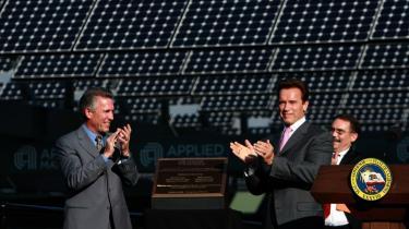 -Grøn teknologi er i dag en af de få sektorer i Californien, som stadig tjener penge og bringer flere i beskæftigelse,- fastslog guvernør Arnold Schwarzenegger, da han forleden indviede et stort nyt solcelleanlæg i staten.