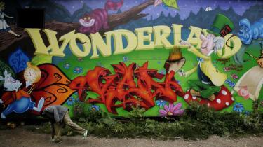 Udpeget til grafittijæger. -Når den dag kommer, hvor en rigtig kunstner har malet et egentligt værk på facaden - eller hængt noget fed plakatkunst op. Så ved jeg oprigtigt talt ikke, hvad jeg skal stille op-. På foto grafitti fra skatehallen på Christiania.