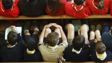 De engelske drengespejdere skal lære om ansvarlig seksuel opførsel, mener lederen, Peter Duncan.