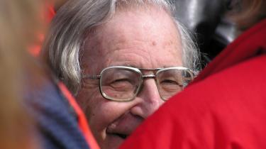 Der er ingen grundlæggende politisk forskel på republikanere og demokrater, siger den amerikanske filosof Noam Chomsky i et eksklusivt interview med information.dk. Obama er blot en karrikatur af Clinton.