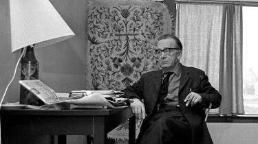 Gennem sit forfatterskab videreudviklede Aksel Sandemose sit syn på Janteloven, så den til sidst ikke bare kom til at referere til en kultur-form, men til et træk ved selve menneskenaturen - Jante som en hæslig mulighed i os alle.