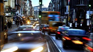 En bilist fortalte, at det værste han ved er at sidde fast i trafikken på grund af trængsel. Han oplevede, at det er en gyldig grund at komme for sent på arbejde, hvis toget er forsinket, mens forsinkelse på grund af trængsel ikke er en undskyldning, der holder.