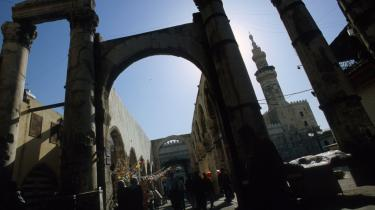 Stedet, hvor Umayad-moskeen ligger, har i 3.000 år været et helligt sted - først et aramæisk tempel for torden- og regnguden Hadad, derefter et romersk tempel for Jupiter, så en byzantinsk kirke opkaldt efter Johannes Døberen, hvis afhuggede hoved angiveligt stadig ligger i et skrin i bygningen, og endelig - da muslimerne indtog Damaskus i år 63, en moské.