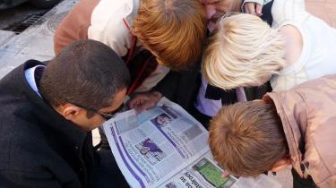 Fodboldavisen Marca studeres før aftenens kamp. Vi kan efterfølgende konstatere, at avisen havde fuldstændig styr på hjemmeholdets startopstilling. Som altid.