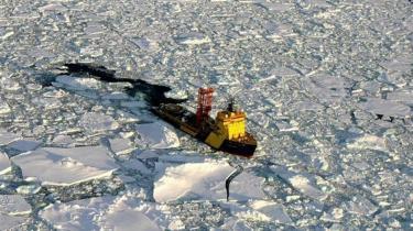 Nordpolen vil snart være nogens, fordi mennesket har bragt koncentrationen af CO2 op på et niveau, der sammen med andre drivhusgasser resulterer i, at de ismasser forsvinder, der hidtil har gjort det kolde nord uinteressant i økonomisk og juridisk forstand.