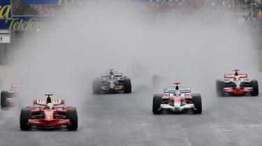 Formel 1-sæsonen er slut for i år, og vinderen, Lewis Hamilton, blev fundet ved det netop kørte brasilianske Grand Prix - og endda i allersidste sving.