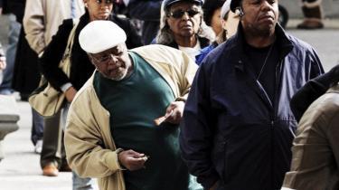 En Obama-sejr tages langt fra for givet midt på valgdagen i Manhattans gamle sorte bydel, Harlem – og frygten for republikanske valgkomplotter, omtællinger og valgskandaler lurer