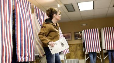 Trods en dom for korruption blev Alaskas republikanske senator Ted Stevens genvalgt. Men sidste ord er muligvis ikke sagt i den sag, idet det nye senat kan udskrive nyvalg i staten og smide Stevens af posten. Det kan åbne døren for Alaskas heltinde og republikanernes kandidat til vicepræsidentposten, Sarah Palin.