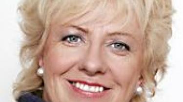 Det danske EU-Parlamentsmedlem Karin Riis-Jørgensen (V) kan ikke se, hvorfor man ikke må tjene penge på skoler i Danmark. Hun ser gerne private skoler herhjemme, men Danmarks Lærerforening er godt tilfredse med systemet, som det er