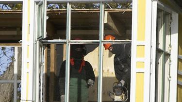 Maskerede bygningsarbejdere rev i sidste uge en del af et hus ned på Christiania på Slots- og Ejendomstyrelsens begæring.