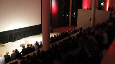 """Dette års udgave af dokumentarfilmfestivalen CPH:DOX åbnede torsdag aften med et gallashow på Statens Museum for Kunst. Der var priser til filmen """"Kun med hjertet"""" og verdenspremiere på filmen """"Så kort og mærkeligt livet er"""" om Dan Turèll"""