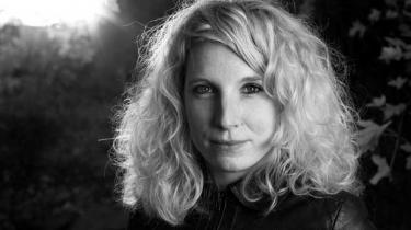 Forfatteren Dy Plambecks debutroman Buresø-fortællinger blev sammenlignet med Dan Turèlls Vangede Billeder. Selv synes hun, at han var mere romantisk end hende.