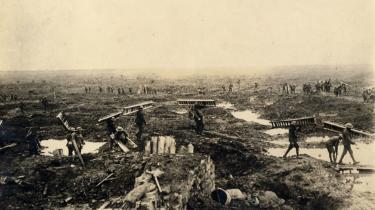 Forholdene på slagmarkerne omkring Ieper var umenneskelige. Næsten intet kunne gro på de sønderbombede mudrede marker, der konstant stod under vand.