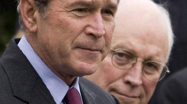 Oliver Stones nye film om USA's afgående præsident er mindre Bush-kritisk end forventet. Alligevel har filmen skabt stor debat, særlig om forholdet mellem fakta og fiktion.