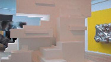 Kunstnersammenslutningen Jylland har indtaget de dejlige lokaler i Århus Kunstbygning med en mild og charmerende duft af mindreværdskomplekser, der overdøver lugten af prut fra Århus Å