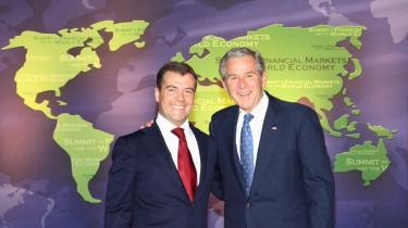 Præsident George W. Bush med sin russiske kollega, Dmitri Medvedev, ved G20-topmødet i Washington. Deltagerlandene i G20 repræsenterer til sammen 85 procent af verdensøkonomien.