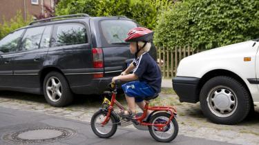 De bløde trafikanter på cykel og ben er i fare i trafikken. Antallet af tilskadekomne er steget igen i år. Men sundhedsministeren vil ikke forpligte skadestuerne til at registere de farlige kryds, selv om det kunne mindske antallet af uheld.