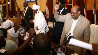 Sudans præsident Bashir synes at have trukket endnu et stik hjem med sin erklæring af våbenhvile. Det kan måske redde ham selv fra en krigsforbryderretssag.
