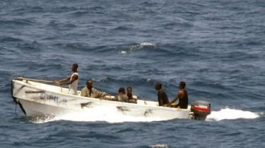 Fagforeninger og rederier er dybt uenige om, hvad der skal til for at løse det galopperende piratproblem ud for Somalias kyst - og ikke mindst om hvem, der skal betale regningen