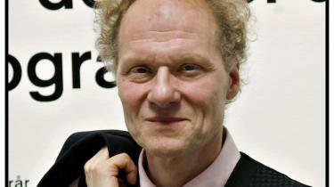 Kunsthal Charlottenborg blev for et år siden relanceret med Bo Nilsson som direktør, men bestyrelsen har nu indstillet ham til fyring pga. et stort underskud, som til dels har baggrund i en restaurering af hans personlige lejlighed.