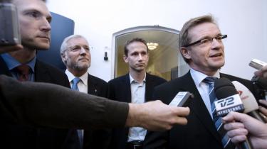 Mens alt var godt, og Danmark så økonomisk stærk, at vi kunne købe hele verden - under finanslovsforhandlingerne i efteråret 2007: Den tidligere økonomi- og erhvervsminister Bendt Bendtsen og finansminister Thor Petersen med skatteminister Kristian Jensen bagved.