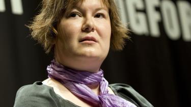 Forfatter Janni Olesen modtog Danske Banks Debutantpris på 50.000 kr. på Bogmessen i Forum sidste fredag. Janni Olesen fik prisen for sin roman 'Noget du skal vide' - om sex, ustyrlige drifter og komplicerede kærlighedsforviklinger. Juryen havde haft 29 værker til gennemlæsning.