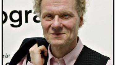 Kulturministeriet fyrer Bo Nilsson fra stillingen som direktør for Kunsthal Charlottenborg. Grunden er bestyrelsens mistillidserklæring og et stort underskud på over 3,2 millioner kr.