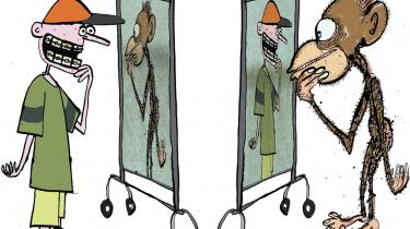 Internettet undergraver vores kulturinstitutioner og drukner os i ligegyldig narcissisme, mener medieekspert Andrew Keen. Nej, han er helt galt afmarcheret mener Mark Briggs, der på nettet ser en demokratisk revolution, der vil forandre mediernes monologer til en samtale mellem borgere