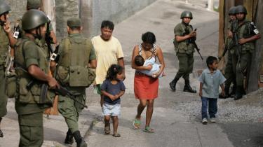 I maj gennemførte Guatemalas politikorps en razzia i kvarteret El Gallito, et sted hvor narkokartellerne regerer. Trods et opbud af 600 politibetjente og soldater, to tanks og to helikoptere blev kun 19 små fisk anholdt, og kvarteret er i dag stadig på narkokartellernes hænder.