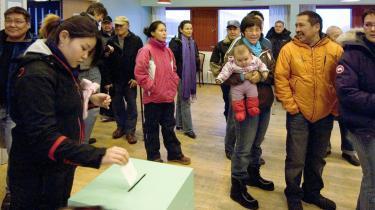Der var travlt ved stemmeboksene i tirsdags, da en stor del af grøndlænderne valgte at stemme ja til selvstyre.