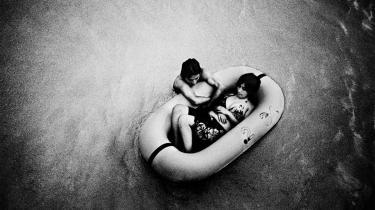 En ny bog af den danske Magnum-fotograf Jacob Aue Sobol går dybt ind under overfladen på millionbyen Tokyo. 74 af hans billeder kan fra d. 5. december ses på Brandts Klædefabrik i Odense