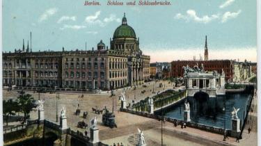 På det kommunistiske Palast der Republiks grund i Østberlin vil en, delvis tro kopi af det prøjsiske kejserpalads genopstå, men ikke alle bifalder den traditionalistiske kulisse