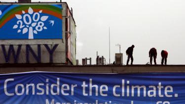 Der ventes omkring 9.000 deltagere fra 185 lande ved klimamødet i Poznan i Polen, som begynder i dag og slutter den 12. december. Og der skal handles nu, lyder det fra eksperter. -Vi har nået et punkt, hvor vi er i krise, i en nødsituation, men folk er ikke klar over det,- siger den amerikanske klimaforsker James Hansen.
