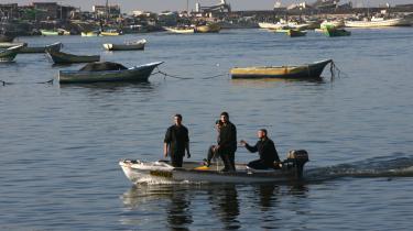 Man ventede forgæves på nødhjælpen i havnen i Gaza City, hvor et libysk skib blev beordret til at vende om, og dermed kunne den medbragte nødhjælp ikke afleveres.