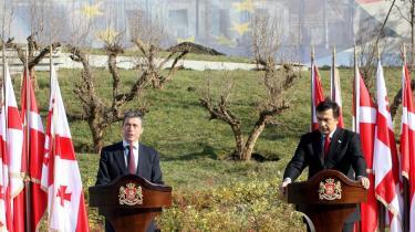 Statsminister Anders Fogh Rasmussen mødtes i sidste uge med Georgiens præsident Saakasjvili. Og NATO-landene har tidligere proklameret, at både Georgien og Ukraine kunne have en fremtid som medlem af forsvarsalliancen. Siden den udmelding har situationen dog ændret sig betydeligt.