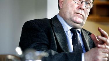 Beskæftigelsesminister Claus Hjort Frederiksen (V) går bevidst efter at svække a-kasser og fagbevægelse ved at flytte al jobformidling til kommunerne, lyder kritikken fra arbejdsmarkedsforsker